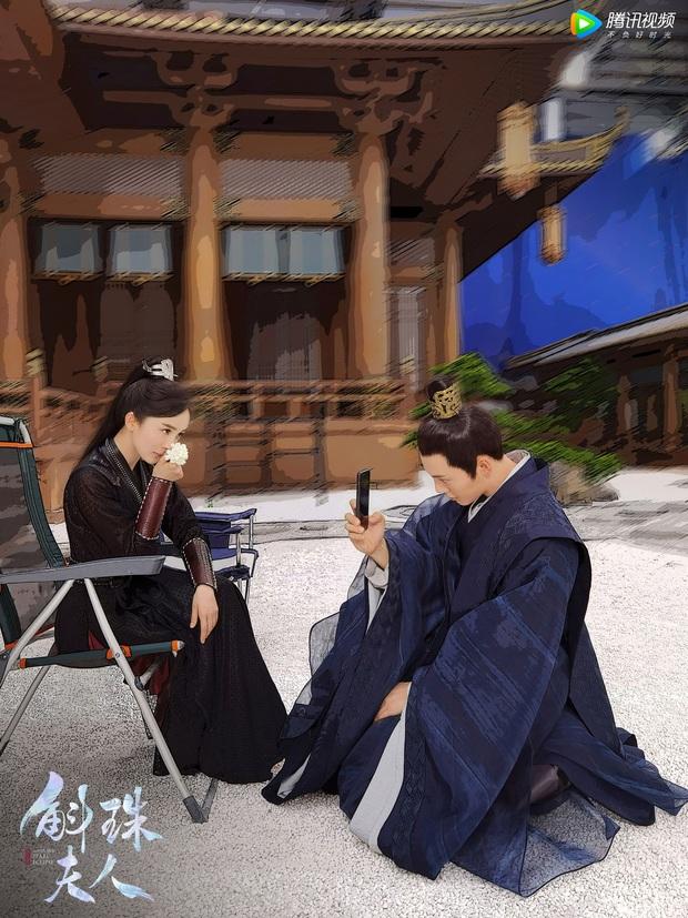50 sắc thái của Dương Mịch ở hậu trường phim: Luôn bị bắt gặp thái độ cau có, hiếm lắm mới nở nụ cười - Ảnh 20.