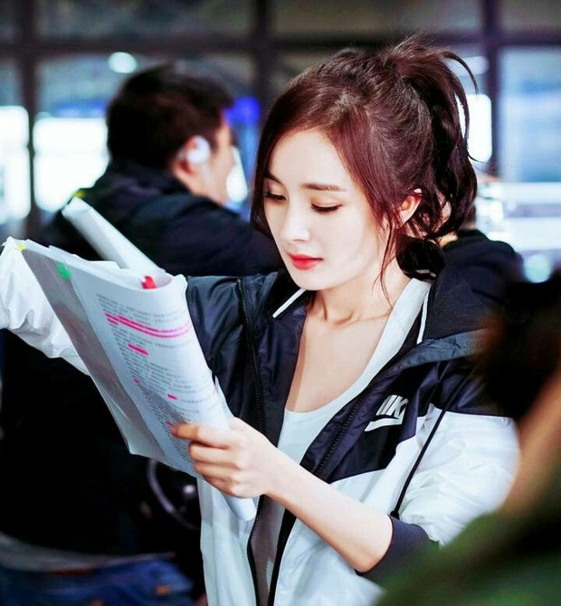 50 sắc thái của Dương Mịch ở hậu trường phim: Luôn bị bắt gặp thái độ cau có, hiếm lắm mới nở nụ cười - Ảnh 25.
