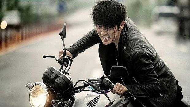 8 diễn viên Hàn xả thân vì nghiệp diễn: Jang Geun Suk nhai rắn độc, Seo Ye Ji liều mình hít khí than diễn cảnh tự sát - Ảnh 16.