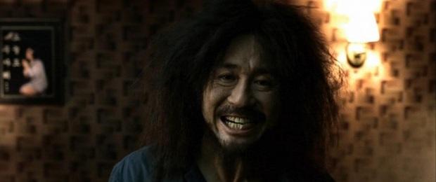 8 diễn viên Hàn xả thân vì nghiệp diễn: Jang Geun Suk nhai rắn độc, Seo Ye Ji liều mình hít khí than diễn cảnh tự sát - Ảnh 7.