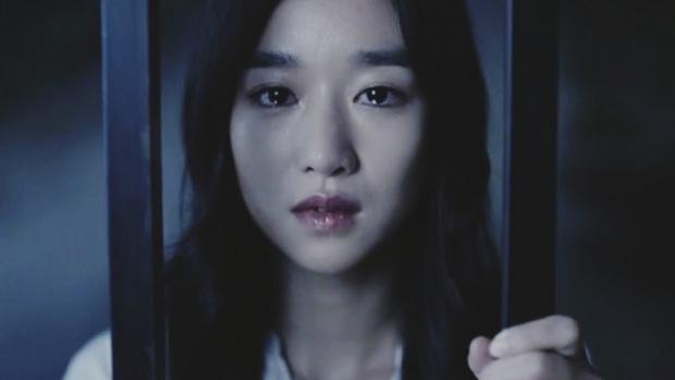 8 diễn viên Hàn xả thân vì nghiệp diễn: Jang Geun Suk nhai rắn độc, Seo Ye Ji liều mình hít khí than diễn cảnh tự sát - Ảnh 9.