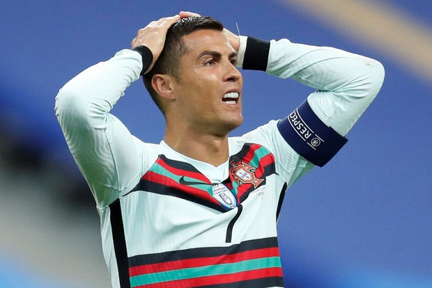 NÓNG: Cristiano Ronaldo dương tính với COVID-19 - Ảnh 1.
