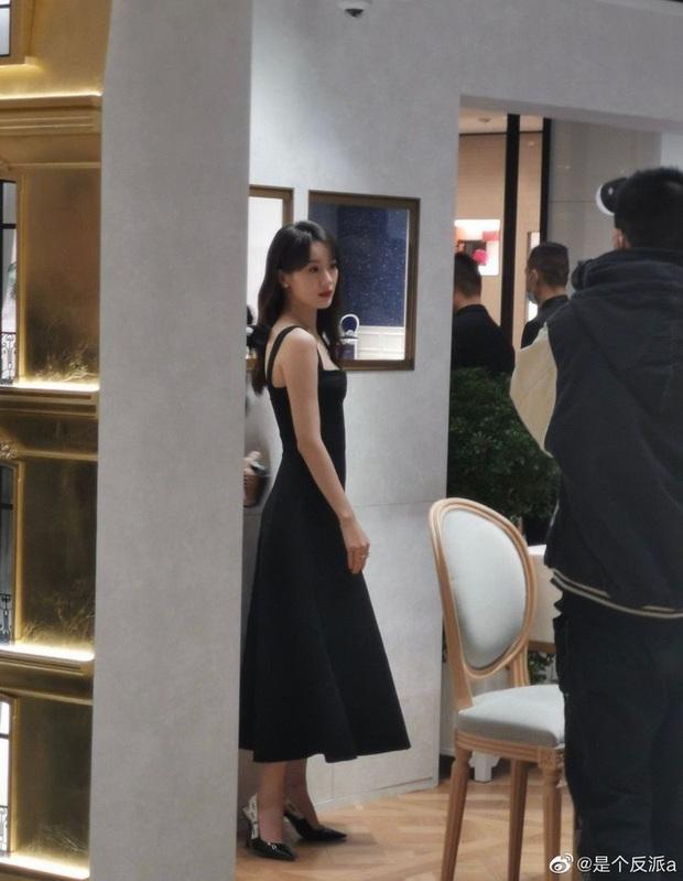 Viên Băng Nghiên (Lưu Ly) khiến Weibo sốc visual: Nhan sắc hoàn mỹ, kéo xuống ảnh team qua đường còn choáng hơn - Ảnh 8.