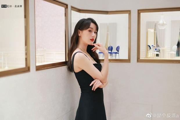 Viên Băng Nghiên (Lưu Ly) khiến Weibo sốc visual: Nhan sắc hoàn mỹ, kéo xuống ảnh team qua đường còn choáng hơn - Ảnh 3.