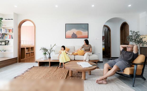 Chiêm ngưỡng căn nhà tối giản của đôi vợ chồng nghỉ hưu trước tuổi 40, bước vào là bỏ hết bão tố đằng sau - Ảnh 1.
