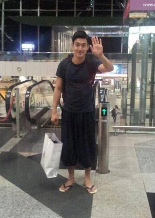 9 thảm họa sân bay Kbiz: Dàn Running Man kín chảy mỡ giữa hè, G-Dragon bịt mắt hay thím Heechul phải quỳ vì thánh hài BTOB - Ảnh 13.