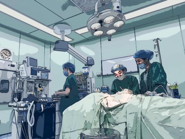 Bạn trai đồng giới phẫu thuật cắt ngực, Miko Lan Trinh túc trực trong phòng mổ động viên suốt 2 tiếng - Ảnh 4.