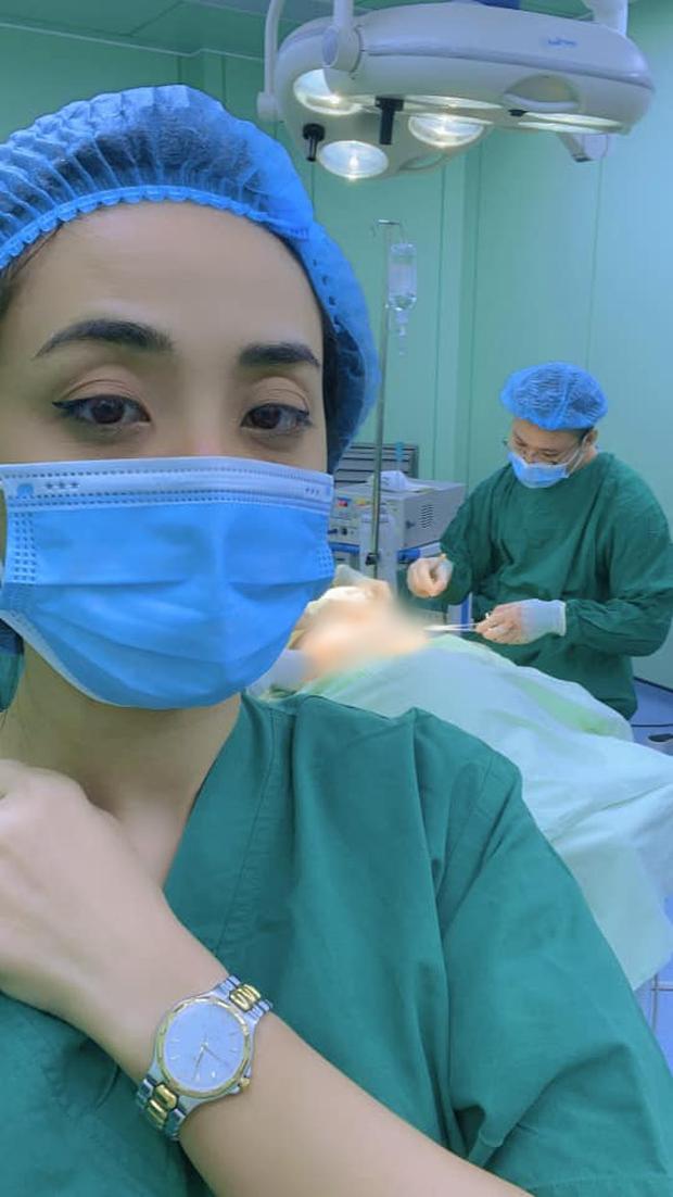 Bạn trai đồng giới phẫu thuật cắt ngực, Miko Lan Trinh túc trực trong phòng mổ động viên suốt 2 tiếng - Ảnh 3.