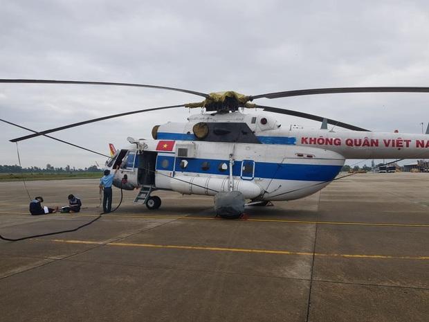 Trực thăng đã vào khu vực thủy điện Rào Trăng 3 để tìm kiếm các nạn nhân mất tích - Ảnh 1.