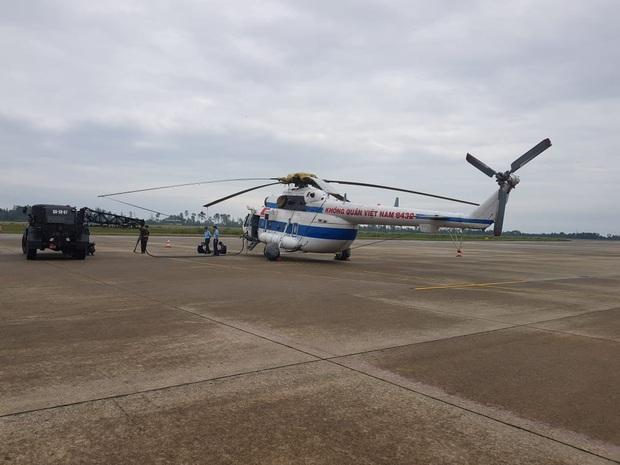 Trực thăng đã vào khu vực thủy điện Rào Trăng 3 để tìm kiếm các nạn nhân mất tích - Ảnh 2.