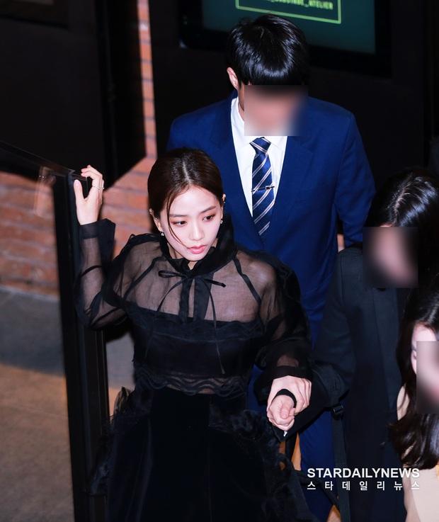 Nữ thần Jisoo (BLACKPINK) hiếm hoi dự sự kiện: Sang như tiểu thư quý tộc, đèn flash phải chịu thua, bảo sao được gọi là Hoa hậu - Ảnh 7.