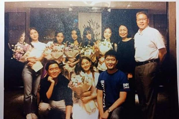 Bóc gia thế 4 nữ idol... thở cũng có mùi rich kid: Mẹ Jennie là cổ đông tập đoàn khủng, idol nhà Cube họ hàng với hoàng gia - Ảnh 10.