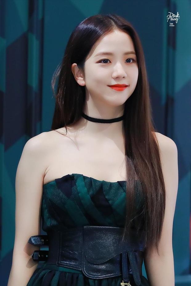 Nữ thần Jisoo (BLACKPINK) hiếm hoi dự sự kiện: Sang như tiểu thư quý tộc, đèn flash phải chịu thua, bảo sao được gọi là Hoa hậu - Ảnh 12.