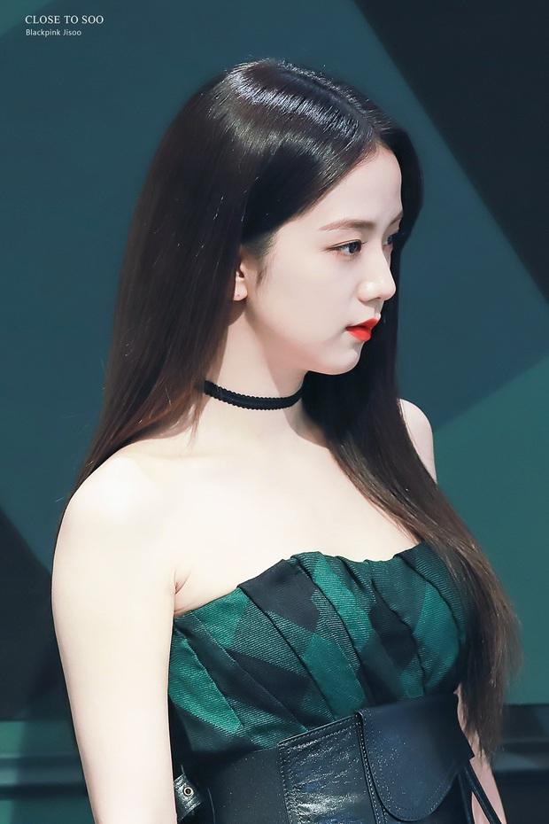 Nữ thần Jisoo (BLACKPINK) hiếm hoi dự sự kiện: Sang như tiểu thư quý tộc, đèn flash phải chịu thua, bảo sao được gọi là Hoa hậu - Ảnh 13.