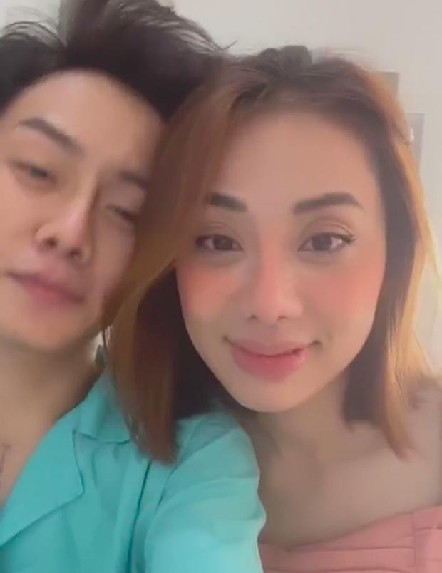 Bạn trai đồng giới phẫu thuật cắt ngực, Miko Lan Trinh túc trực trong phòng mổ động viên suốt 2 tiếng - Ảnh 1.