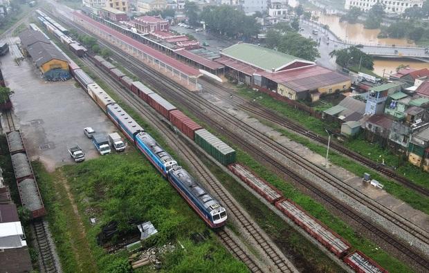 Đường sắt Bắc - Nam trở lại hoạt động bình thường trong ngày hôm nay - Ảnh 1.