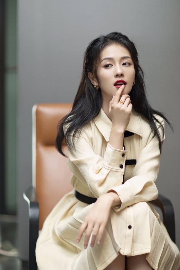 Bạch Lộc: Gà Vu Chính từng bị SM đánh rớt, hay dính dớp cặp kè bạn diễn nhưng lại là hủ nữ chính hiệu nhà EXO - Ảnh 8.
