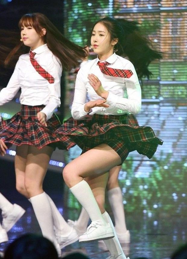 Idol Hàn nhảy nhót tưng bừng mà không lộ hàng là nhờ chiêu chọn nội y cực tinh tế - Ảnh 9.