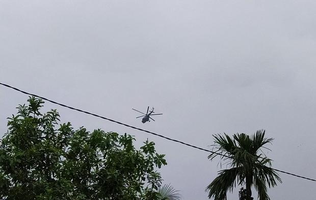 Trực thăng đã vào khu vực thủy điện Rào Trăng 3 để tìm kiếm các nạn nhân mất tích - Ảnh 4.