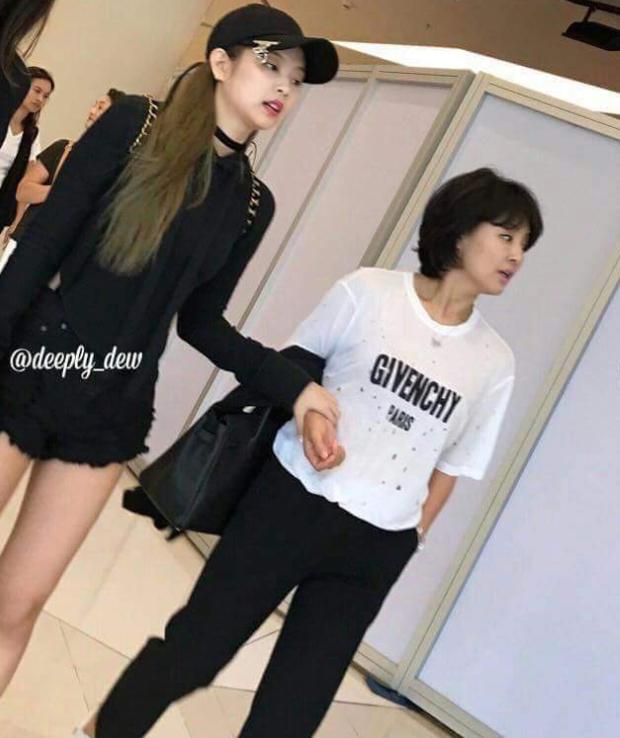 Bóc gia thế 4 nữ idol... thở cũng có mùi rich kid: Mẹ Jennie là cổ đông tập đoàn khủng, idol nhà Cube họ hàng với hoàng gia - Ảnh 3.
