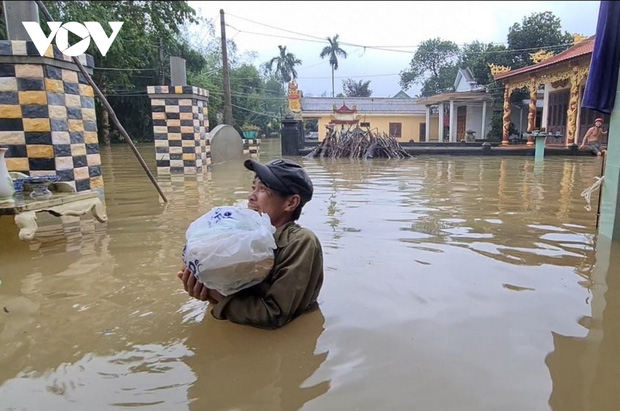 Số người chết do bão lũ ở Miền Trung tăng lên 36, khẩn cấp hỗ trợ cứu đói - Ảnh 1.