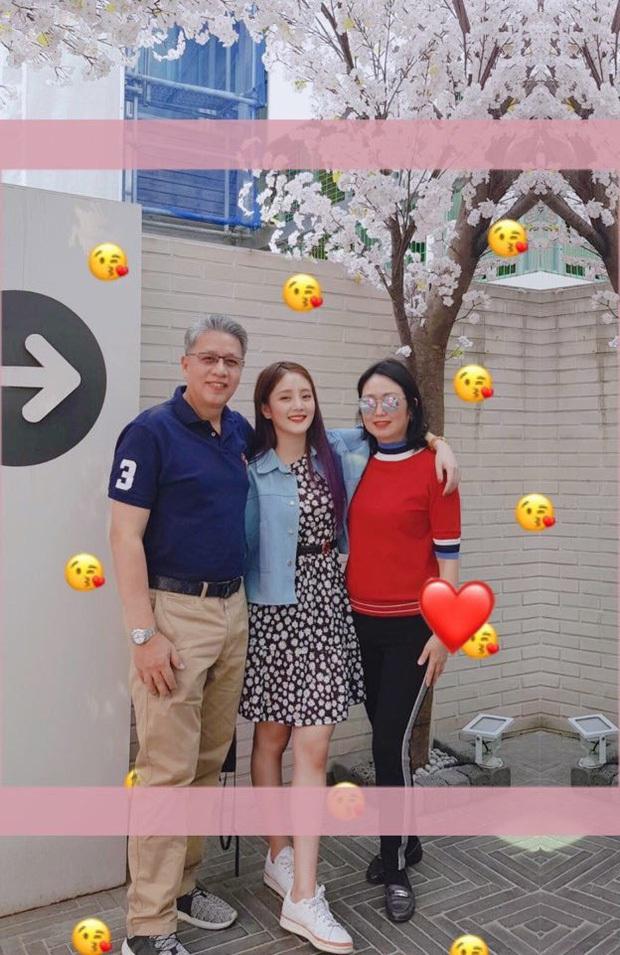 Bóc gia thế 4 nữ idol... thở cũng có mùi rich kid: Mẹ Jennie là cổ đông tập đoàn khủng, idol nhà Cube họ hàng với hoàng gia - Ảnh 9.