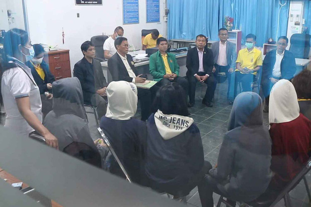 Thái Lan: 5 nữ sinh tố cáo hiệu trưởng lạm dụng tình dục - Ảnh 1.