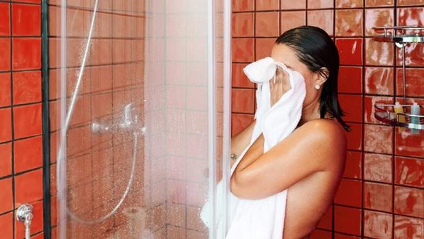 Cảnh báo: 5 hóa chất trong một số sữa tắm, dầu gội, tiếp xúc nhiều gây rối loạn nội tiết, tăng nguy cơ ung thư - Ảnh 3.