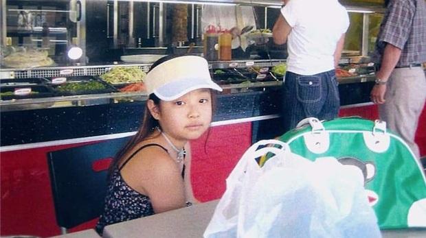 Jennie (BLACKPINK) gây sốt với loạt ảnh ấu thơ: Ra dáng Fashionista từ bé, còn diện áo có chữ hao hao Đà Nẵng - Ảnh 3.
