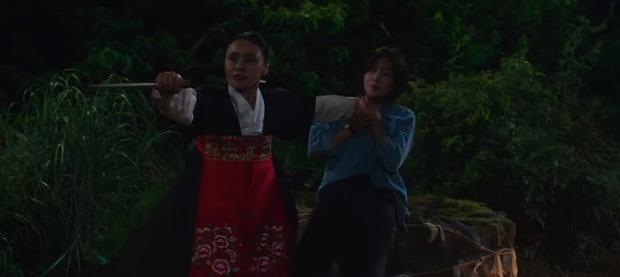 Bé cáo Kim Bum bay vùn vụt như tên lửa, hở ra là rình giết chị dâu ở Bạn Trai Tôi Là Hồ Ly tập 3 - Ảnh 10.