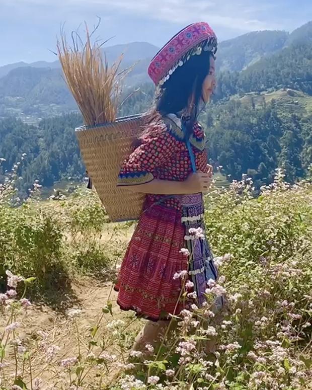 Lọ Lem cực dễ thương trong trang phục dân tộc