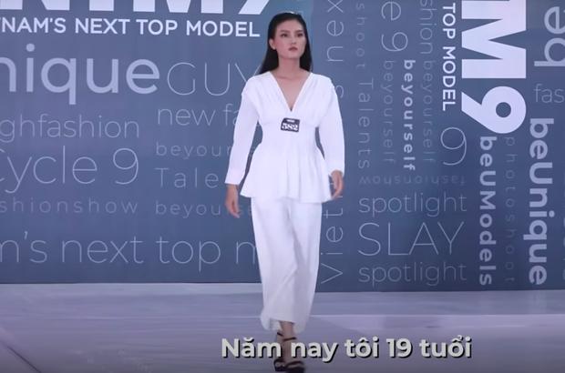 Next Top Model: Thí sinh 19 tuổi nhan sắc như Hoa hậu suýt bị loại vì... catwalk 2 hàng - Ảnh 2.