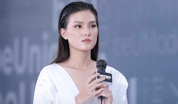 Next Top Model: Thí sinh 19 tuổi nhan sắc như Hoa hậu suýt bị loại vì... catwalk 2 hàng - Ảnh 8.