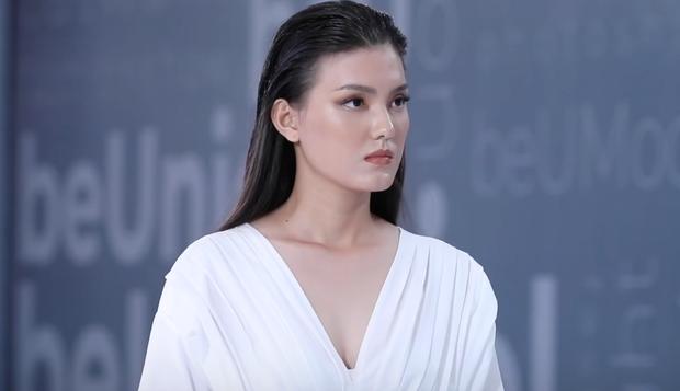 Next Top Model: Thí sinh 19 tuổi nhan sắc như Hoa hậu suýt bị loại vì... catwalk 2 hàng - Ảnh 9.