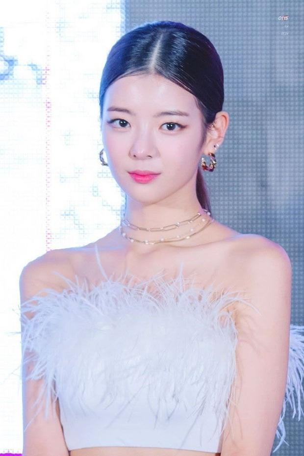 Bóc gia thế 4 nữ idol... thở cũng có mùi rich kid: Mẹ Jennie là cổ đông tập đoàn khủng, idol nhà Cube họ hàng với hoàng gia - Ảnh 12.
