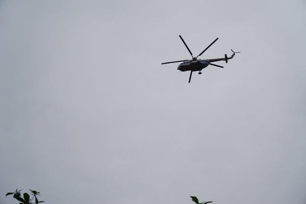 Trực thăng đã vào khu vực thủy điện Rào Trăng 3 để tìm kiếm các nạn nhân mất tích - Ảnh 3.