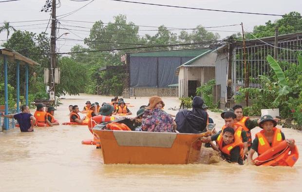 Tiếp bước Thuỷ Tiên, MC Trấn Thành xung phong đóng góp 300 triệu đồng, kêu gọi và quyết định đến miền Trung cứu trợ - Ảnh 3.