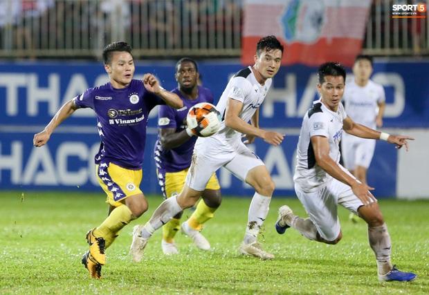 Cầu thủ HAGL bị ức chế tinh thần dẫn đến trận thua tan nát trước Hà Nội FC - Ảnh 2.