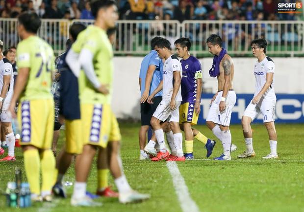 Cầu thủ HAGL bị ức chế tinh thần dẫn đến trận thua tan nát trước Hà Nội FC - Ảnh 3.