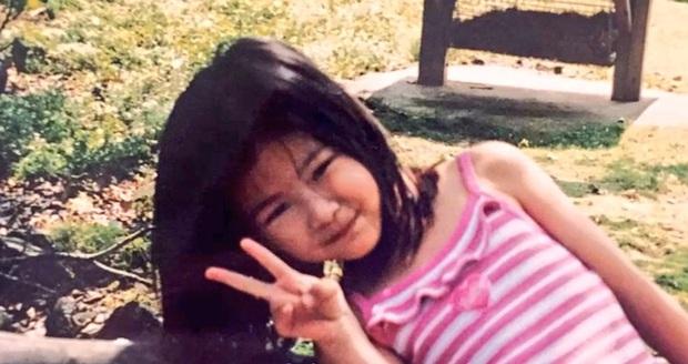 Style của BLACKPINK thời em bé: Jennie có gu nhất nhóm, Rosé điệu ra trò nhưng lạ nhất là tóc dài của Lisa - Ảnh 10.