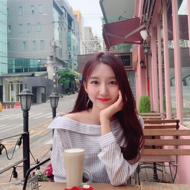 Ngắm dàn fan girl hùng hậu, nóng bỏng của Damwon Gaming, từ MC đến diễn viên, ca sĩ đều đủ cả - Ảnh 6.