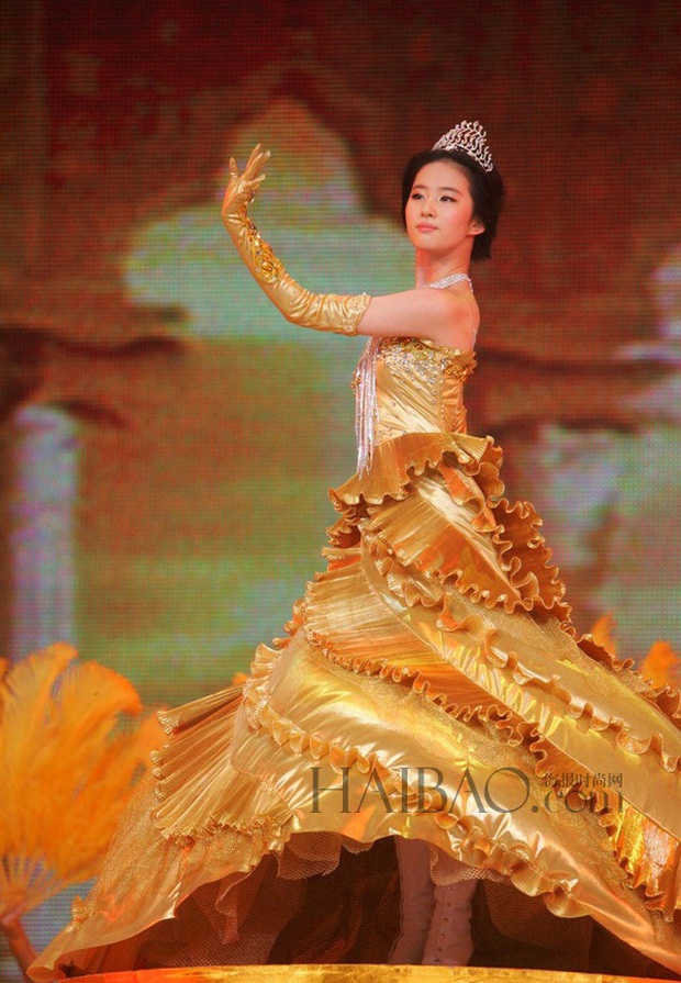 7 nữ thần Kim Ưng hot nhất lịch sử Cbiz: Lưu Diệc Phi thành huyền thoại, Nhiệt Ba gây tranh cãi, còn thảm họa gọi tên Đường Yên - Ảnh 2.