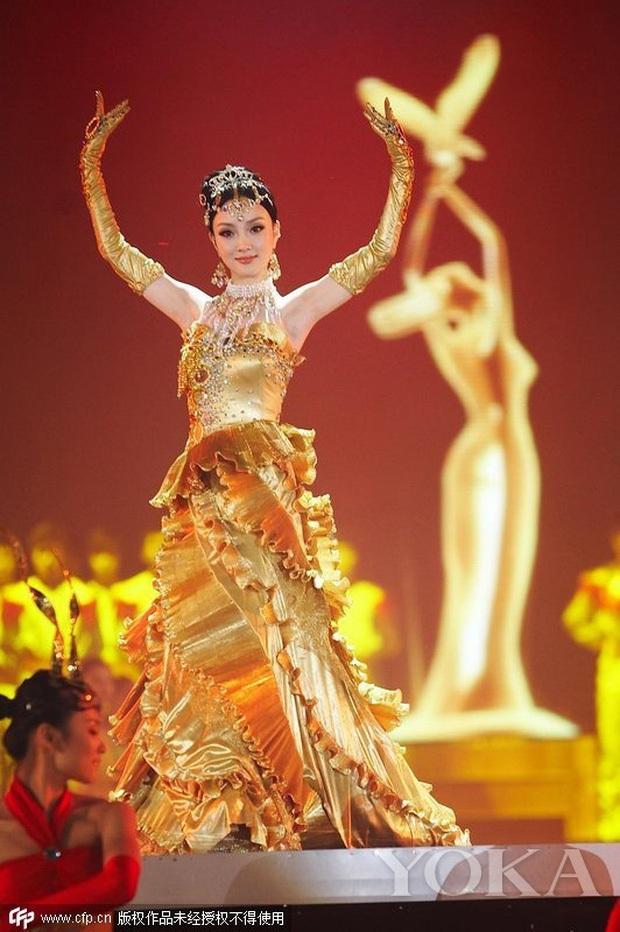7 nữ thần Kim Ưng hot nhất lịch sử Cbiz: Lưu Diệc Phi thành huyền thoại, Nhiệt Ba gây tranh cãi, còn thảm họa gọi tên Đường Yên - Ảnh 6.