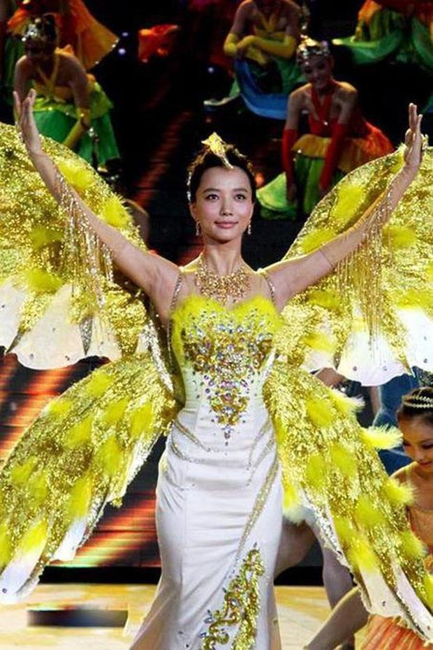 7 nữ thần Kim Ưng hot nhất lịch sử Cbiz: Lưu Diệc Phi thành huyền thoại, Nhiệt Ba gây tranh cãi, còn thảm họa gọi tên Đường Yên - Ảnh 10.