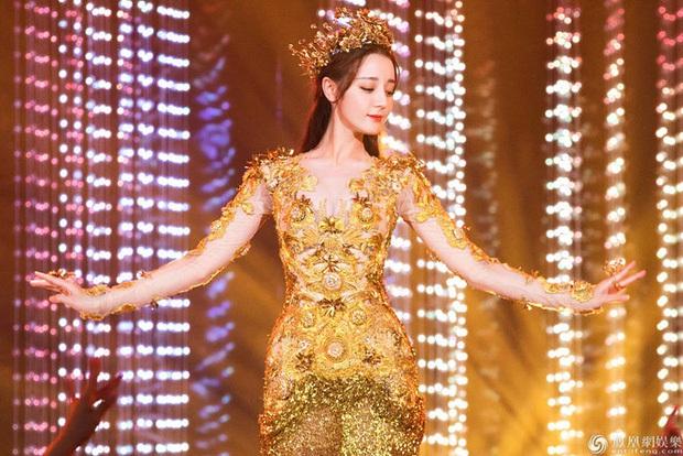 7 nữ thần Kim Ưng hot nhất lịch sử Cbiz: Lưu Diệc Phi thành huyền thoại, Nhiệt Ba gây tranh cãi, còn thảm họa gọi tên Đường Yên - Ảnh 20.