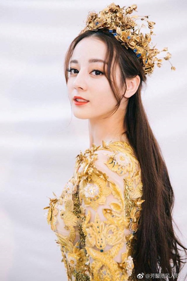 7 nữ thần Kim Ưng hot nhất lịch sử Cbiz: Lưu Diệc Phi thành huyền thoại, Nhiệt Ba gây tranh cãi, còn thảm họa gọi tên Đường Yên - Ảnh 18.