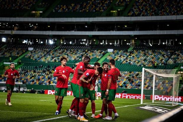 Xa Ronaldo không là bão tố: Bồ Đào Nha thắng đậm Thụy Điển trong ngày thiếu vắng ngôi sao số 1 - Ảnh 1.
