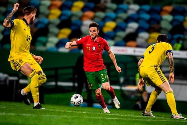 Xa Ronaldo không là bão tố: Bồ Đào Nha thắng đậm Thụy Điển trong ngày thiếu vắng ngôi sao số 1 - Ảnh 2.