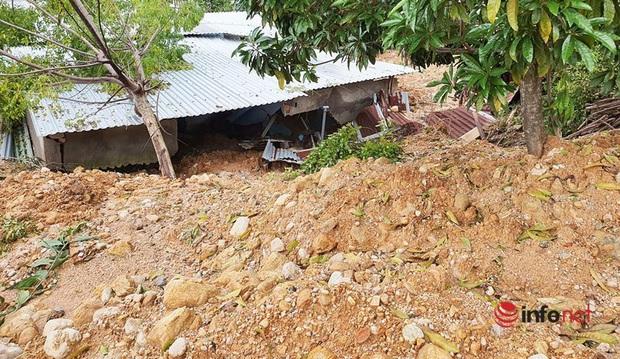 Quảng Nam: Xót xa những ngôi nhà tan hoang, đổ nát do sạt lở - Ảnh 14.