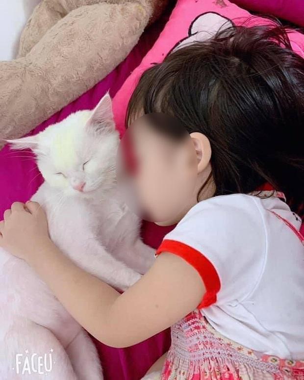 Học theo trò chơi treo cổ trên YouTube, bé gái 5 tuổi ở TP.HCM tử vong thương tâm - Ảnh 1.